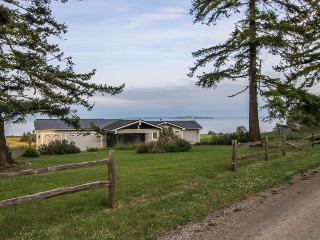 Lovely, oceanfront home with multiple sea views & beach access!, Marrowstone Island