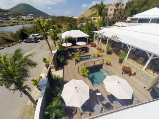 Luxury Ocean Front Mango Suite, Cul de Sac