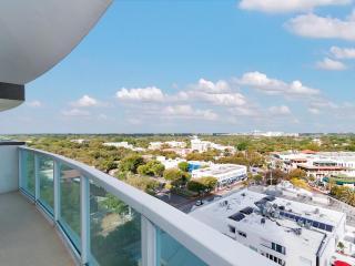 COCONUT GROVE 1/2 w BEAUTIFUL CITY VIEWS & FREE PARKING!!, Miami
