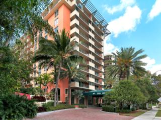 SPACIOUS 2/2 IN HEART OF COCONUT GROVE- COMPLIMENTARY PARKING!!, Miami