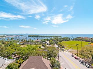 EXPECTIONAL WATER VIEWS FROM 2/3 IN LUSH COCONUT GROVE RESORT!!, Miami