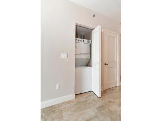Viceroy 2 bed 1 bath on the 20th Floor!, Miami