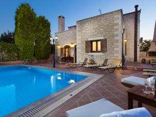 Villa Elia-Family villa with private pool, Atsipopoulo
