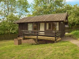 VICTORIA, open plan studio, pet-friendly, private veranda, near Ampleforth, Ref