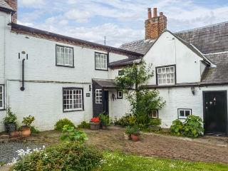 CORNER COTTAGE, Grade II listed, character features, two woodburners, in Wingham, Ref 916171