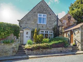 LYNDALE COTTAGE, detached cottage with WiFi, open fire and enclosed garden near Robin Hood's Bay, Ref 923460