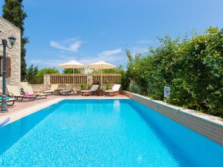 Villa Elia-Family villa with private pool