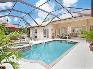 Luxurious 4 BR Villa in Naples! Heated Pool & Spa, Napoli