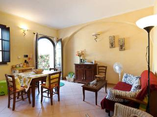 Garden apartment in Tuscan village, Santa Luce