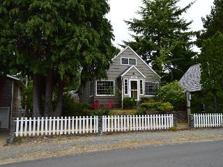 GARTEN HAUS ~ MCA# 762A ~ Charming cottage located 6 blocks to the beach!, Manzanita