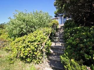 BRYNMARIE ~ Charming home, with Spectacular Ocen Views and walkable to town!, Manzanita