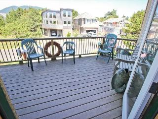 CHINOOK~MCA# 1219~Beautiful bright home with hot tub and 1/2  block to beach