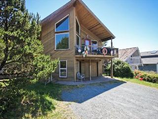 CHINOOK HOUSE~MCA# 1219~Beautiful home with hot tub and 1/2  block to beach