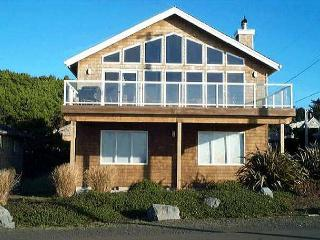 OCEAN SIX~ MCA# 1491~Glorious ocean front views with large picture windows!, Manzanita
