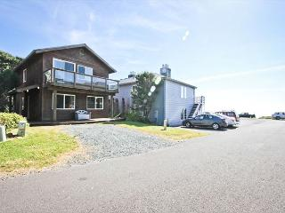 BEACHAVEN ~MCA#1381~ Locationed 1/2 block to the beach and 1 block to town!!!, Manzanita