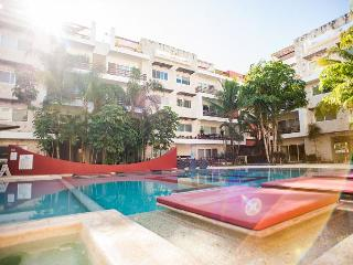SPACIOUS APARTMENT + GROUND FLOOR + GYM + AMAZING POOL + JACUZZI +GAMES AREA, Playa del Carmen