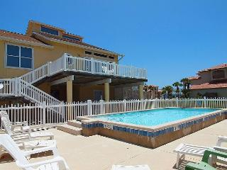 Mariners Watch,Private Pool, Beach Walkover, Huge outdoor decks, Pet Friendly, Port Aransas
