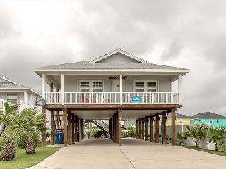 LIghthouse. Pet Friendly, WIFI, Across from POOL, In Town, Port Aransas
