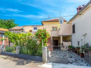 House Lucky, Marcana