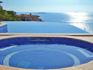 Dolphin Bay Villa, Kas peninsula large private infinity pool, sleeps 8, luxury.