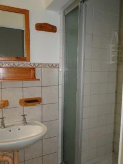 All 7 units have its own bathrooms (shower): Some are en-suite.