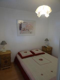 Chambre décorée style montagnard lit 140 D