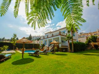 Villa Oceanica- stunning 7 bedroom villa with private pool, jacuzzi and garden