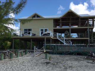 Beach House Casuarina , beach access ,deck,showers