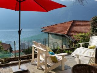 LaDimora-Origano: Romantic, Modern place with AMAZING Lakeview (2BR/4per)