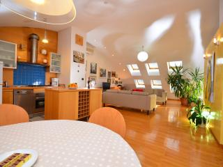 living room, kitchen and dinning area