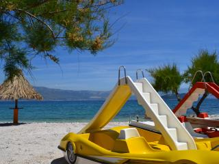 Slatine - Ciovo BEACHFRONT Apt for 6 near Trogir