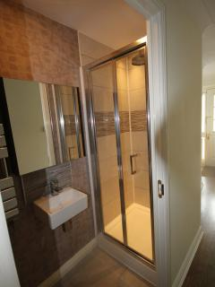 Ensuite to Superking bedroom