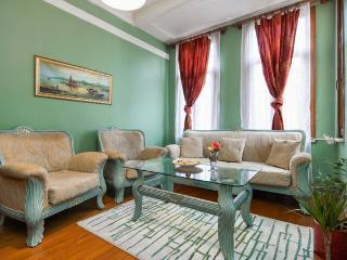 ★Charming Pera apartment near GALATA TOWER w/3BR★, Estambul