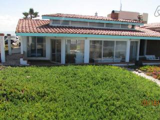 PERICOS FURNISHED OCEANFRONT HOUSE, Ensenada