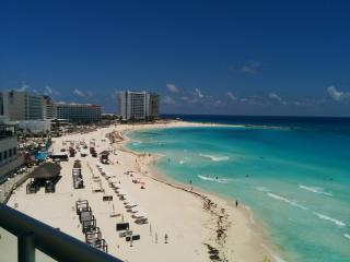 BEACH FRONT CONDOS IN CANCUN'S HOTEL ZONE., Cancún