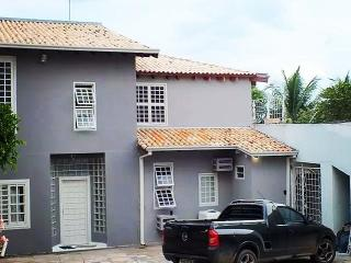 Flat com cozinha e suítes p/temporada em Cuiabá, Cuiaba
