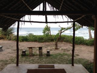 A beautifully rustic beach house on the beach, Kilifi
