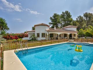 Luxury 4 Bedroom Villa in a Prime Location - Heated Pool, Jávea