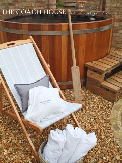 Scandinavian Wood-Fired hot tub! Fluffy bathrobes for adults and a mini-version for the children.