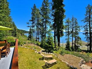 3BR + Loft Exquisite Lakefront Tahoe Retreat with Private Beach, Sleeps 8