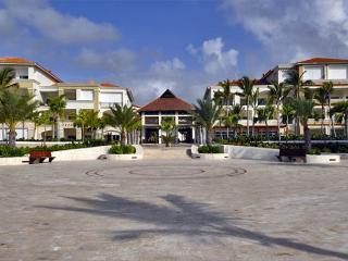 Beautiful marina view condominium AQM 823