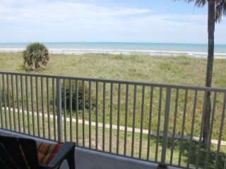 Direct Beach Front Condo, Balcony, Great Views & Breezes, Cocoa Beach