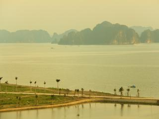 Green Bay Towers 2, Halong Bay, Vietnam, Baie d'Halong