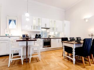 140m2 sup.3bedroom apartment; A/C and WI-FI CITY34, Budapeste