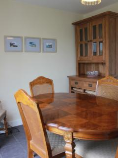 Comfortable dining for up to six people