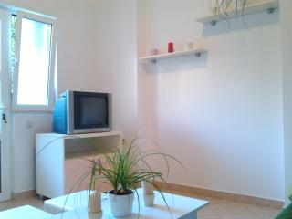Quiet neighborhood 2+1 apartment, Makarska
