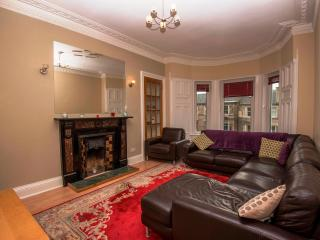 Hillside Central Quality Flat, 5 Bedroom, 2 Bath