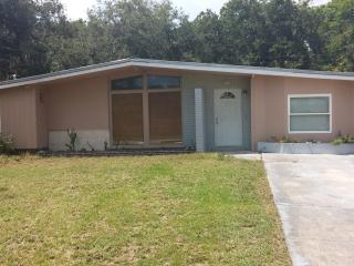 2 Bedroom, 1 Bath Budget Rental!, Sarasota
