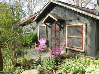 WISHING TREE-a Very Sweet CABIN in the Mountains. Yet close to Asheville