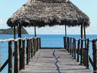 Villa pieds dans l'eau Isidoreo Nosybe